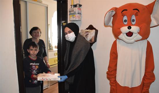 Pendik Belediyesi'nden 23 Nisan'da Çocuklara Maskotlu Sürprizi
