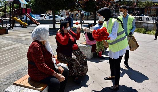Tuzla Belediyesi'nden 65 Üstü Vatandaşlara Bayram Sürprizi