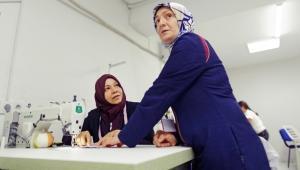 Gaziantepli ve Suriyeli Kadınlar 252 Bin Maske Üretecek