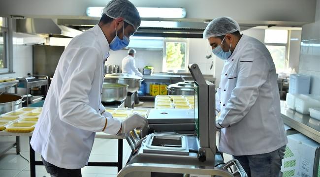 Beylikdüzü Belediyesi'den Koronavirüs Tedavisi Görenlere Sıcak Yemek Desteği