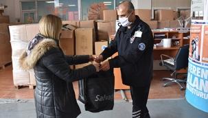 Tuzla'da İhtiyaç Fazlası Kıyafetler, İhtiyaç Sahibi Ailelere Ulaştırılıyor
