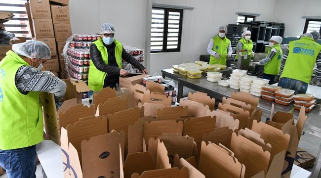 Beylikdüzü Belediyesi'nden Günlük 3 Bin Kişiye Sıcak Yemek